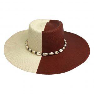 Sombrero pintado a la mitad
